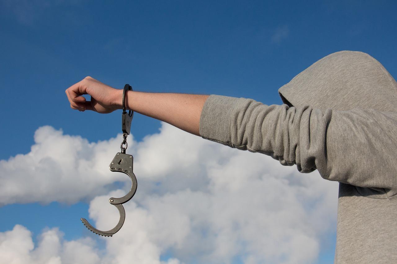 La Cassazione: «Il risarcimento per ingiusta detenzione a un ragazzo non vale più di quello di un adulto»